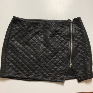 EXPRESS black quilted mini skirt with zipper!